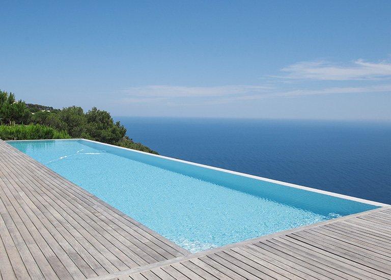 Realizzazione piscine a sfioro