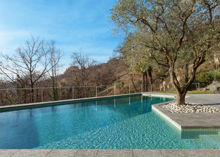 Piscine naturali e interrate progettate e costruite da for Sedute per piscine