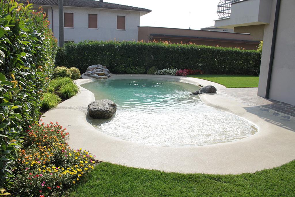 Piscina naturale a Isorella Brescia